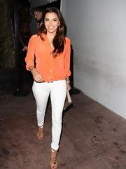Eva Longoria Skinny Jeans - To keep her look summery and casual, Eva sported white skinny jeans. Classic Outfits, Casual Outfits, Fashion Outfits, White Skinny Jeans, White Pants, Black Pants, Eva Longoria Style, Pretty Outfits, Cute Outfits