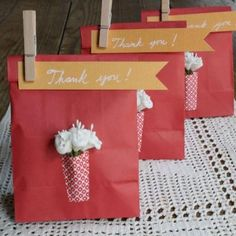 Paper Vase Gift Bags {Thank You Gifts}    This adorable gift bags were created to give as wedding favors, but would be a great thank you gift for pretty much any occasion. Fill them with a small gift or even a little treat.