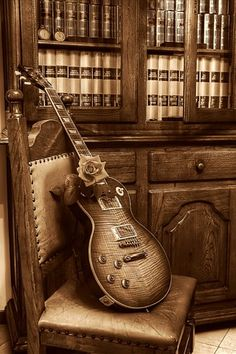 Gibson Les Paul Music is art and I love all types of photos. I love it too, my hubby has a Les Paul model in black with mother of pearl pickups and just stunning~ Easy Guitar, Guitar Tips, Guitar Art, Music Guitar, Cool Guitar, Acoustic Guitar, Guitar Books, Guitar Logo, Music Books