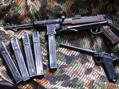 Schmeisser MP40 9mm & Artillery model Luger 9mm