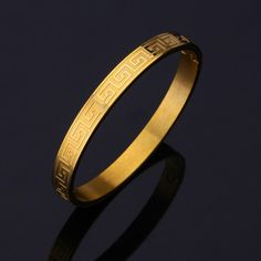 You many think that the higher the carat, the better the jewelry. Not so with for men's gold jewelry. Read more here about which gold to buy for jewelry. Mens Gold Bracelets, Mens Gold Jewelry, Gold Jewelry Simple, Gold Rings Jewelry, Men's Jewelry, Jewelry Ideas, Braclets Gold, Bangle Bracelets, Jewelry Quotes
