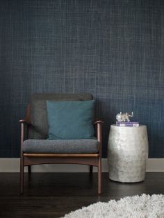 Gaile Guevara - indigo grasscloth wallpaper- I like this but I don't know if I could handle the blue for the whole room. maybe one accent wall. Seagrass Wallpaper, Linen Wallpaper, Grass Cloth Wallpaper, Wallpaper Grasscloth, Look Wallpaper, Wallpaper For Walls, Interior Styling, Interior Design, Casamance