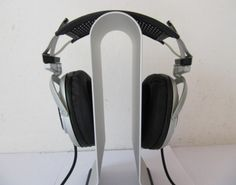 Sony MDR-SA5000 DJ Stereo Headphones 1.the sound is transparent,it is comfortable to wear, if the voice up a bit louder, it is can be used as sound box.