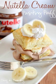 18 Easy & Inexpensive Desserts You Can Make Using Puff Pastry, like: Nutella Cream Pastry Puff (shown) Easy Desserts, Delicious Desserts, Dessert Recipes, Yummy Food, Puff Pastry Desserts, Puff Pastry Recipes, Puff Pastries, Kolaci I Torte, Cupcakes