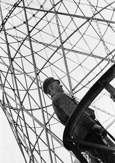 Guard at the Shukhov Tower. Photo: Alexander Rodchenko, 1929. Collection of the Moscow House of Photography / W. Stepanova Archive