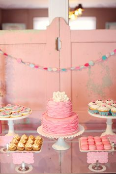 I think every Monday morning needs a little sugar with your big cup of coffee, which is precisely why I couldn't help but share this Texas bridal shower with y'all today. I just had to let all my favorite LBBers have a front row seat to the fabulously pink, fabulously girly, fabulously sweet shower planned,…