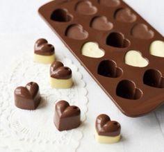 Hearts: leuk idee om de onderkant van witte chocola te maken..