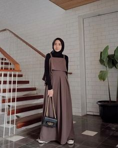 Carbohydrate Free Day is NOT sunday ! Modern Hijab Fashion, Street Hijab Fashion, Hijab Fashion Inspiration, Islamic Fashion, Mode Inspiration, Modest Fashion, Fashion Outfits, 90s Fashion, Celebrities Fashion