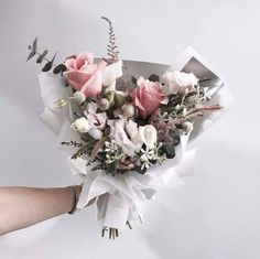 these bouquets are so beautiful ♡ Boho Flowers, Luxury Flowers, Fresh Flowers, Paper Flowers, Bouquet Wrap, Pink Bouquet, Bouquets, How To Wrap Flowers, Flower Market