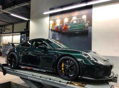 Porsche 991.2 GT3 painted in paint to sample Forest Green Metallic  Photo taken by: @juergenniemuth on Instagram