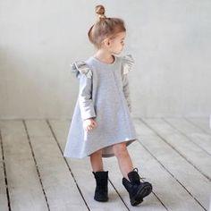 ❗️Скидка -30%❗️Тёплое платье цвета меланж с серебряными крыльями .Состав: 90% хлопок,10% п/р (детали-крылья,,искусственная кожа). Размеры в наличии: 92,110.Старая цена: 5000.Новая: 3500. #miko_kids #conceptkidswear #sale