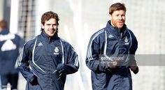 Fernando Gago (L) and Xabi Alonso (R) of Real Madrid run during a training session at Valdebebas on February 3, 2010 in Madrid, Spain. (Photo by Elisa Estrada/Real Madrid via Getty Images).
