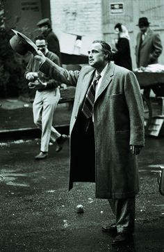 "Marlon Brando on the set of ""The Godfather"" directed by Francis Ford Coppola, Photo by Steve Schapiro Marlon Brando The Godfather, Godfather Movie, Andy Garcia, I Movie, Movie Stars, Don Corleone, Corleone Family, Celebridades Fashion, Coppola"
