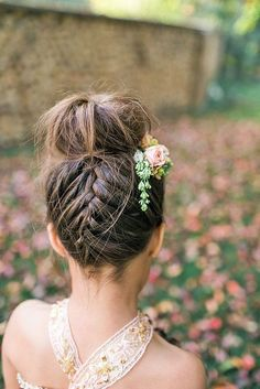 18 Cute Flower Girl Hairstyles Here you find some simple flower girl hairstyles and more complex which made by a professional. See more: http://www.weddingforward.com/flower-girl-hairstyles/ #wedding #hairstyles #flowergirl