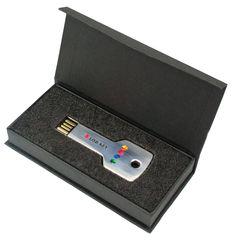 #USB #Stick Box (#Geschenkverpackungen, nr. 532) #bedrucken als #Werbeartikel mit Ihrem Logo oder Text. Jetzt ab 0,70€ pro Stück. Ab 50 Stück. 🚚 Schnelle Lieferung mit Druck: ca. 7 Tage. Marke: TopPromo. In 4,8,16, 32 und 64 GB. ✓ Persönliche Beratung, ✓ gratis Design-Service. ➔ Jetzt konfigurieren und Ihr Preis kalkulieren! Usb Box, Usb Stick, Are You The One, Gadgets, Things To Sell, Penne, Creative, Gifts, Boxing