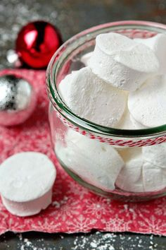 Homemade Vanilla Marshmallows via MyBakingAddiction.com