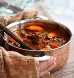 Terästä lihapata intialaisin maustein.