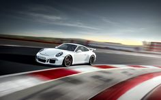 The 2014 Porsche 911 GT3 has just made it's debut at New York Auto Show and it has a U.S price tag of $130,400 for the starting version. The $950 destination charge is not included.