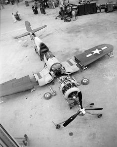 I want to be an aviation mechanic (Jobs you would like to have) Ww2 Aircraft, Fighter Aircraft, Military Aircraft, Fighter Jets, F4u Corsair, Tomcat F14, Photo Avion, Old Planes, Wow Art