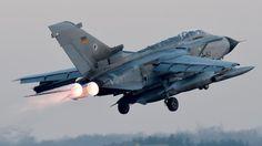 Deutsche Tornados kommen in Al-Asrak an Luftwaffe, Tornados, Military Weapons, Nose Art, Fighter Jets, Aircraft, Vehicles, Syria, Russia