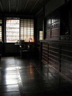 browndresswithwhitedots:  kawai kanjiro house / molly des jardin / flickr