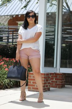 Mauve shorts summer outfit- mauve pink shorts, white top and nude sandals - Dolce Rose Summer Shorts Outfits, Short Outfits, Casual Outfits, Fashion Outfits, Easy Outfits, Fashion Advice, Fashion Ideas, Chubby Fashion, Big Girl Fashion