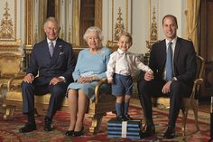 Posado con orgullo en una pila de bloques de espuma, pero la mano de papá si acaso, de Prince George presenta para su primer sello de correos junto a su padre, su abuelo - y la bisabuela en este cuadro, que fue lanzado por el Royal Mail ayer