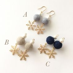 snow*雪の結晶とフェルトボール ピアス イヤリング Baby Jewelry, Cute Jewelry, Beaded Jewelry, Women Jewelry, Lace Earrings, Art Deco Earrings, Christmas Accessories, Christmas Jewelry, Handmade Accessories
