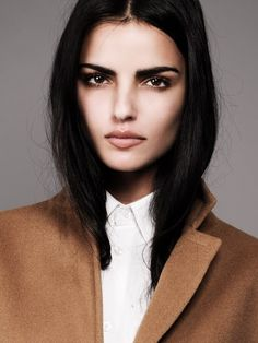 Love this natural makeup dark hair and eyebrows