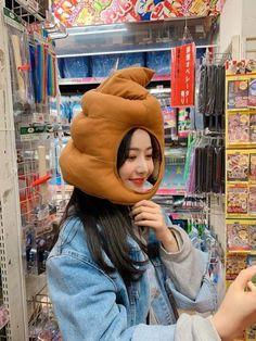 Ulzzang girl Blend by me Aesthetic People, Bad Girl Aesthetic, South Korean Girls, Korean Girl Groups, Sinb Gfriend, Winter Hats, Winter Jackets, Fandom, Fan Picture