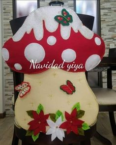 Cubresillas hongo moldes Quilted Christmas Ornaments, Christmas Stockings, Butter Slime Recipe, Animal Hats, Balloon Animals, Diy And Crafts, Balloons, Wallpaper, Holiday Decor