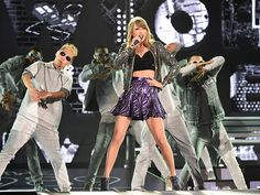"""Star Tracks: Wednesday, May 6, 2015   AND SHE'S 'OFF'   It's Taylor Swift time in Tokyo! The """"Shake It Off"""" singer begins her 1989 world tour in Japan on Tuesday night."""