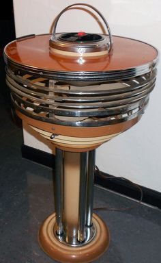 Table encoignure en noyer massif antiquit s armel labb for Proantic art deco