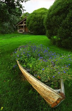 In the garden of the schoolhouse where we stayed the night in Paivakulma, sat an old boat that has a new life. Finland Summer, Turku Finland, Finland Travel, Outside Decorations, Travel Chic, City Landscape, Stay The Night, Archipelago, Amazing Nature