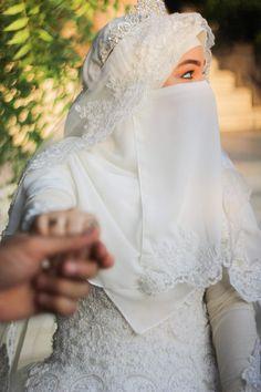 Muslimah Wedding Dress, Muslim Wedding Dresses, Muslim Brides, Sister Wedding, Wedding Book, Wedding Bride, Beautiful Hijab, Beautiful Bride, Niqab
