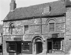 Most surviving Norman architecture had a military or ecclesiastical purpose. This 12th century building, known as The Jew's House, in Lincoln is one of the few remaining vernacular buildings in England.
