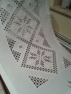 Hardanger Embroidery, Embroidery Stitches, Embroidery Patterns, Hand Embroidery, Swedish Weaving, Drawn Thread, Crochet Tablecloth, Bargello, Cutwork