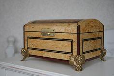 Шкатулка для ювелирных украшений.Карельская береза.http://vk.com/marquetry_souvenirs