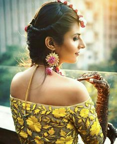 Latest Collection of Lehenga Choli Designs in the gallery. Lehenga Designs from India's Top Online Shopping Sites. Blouse Back Neck Designs, Bridal Blouse Designs, Saree Blouse Designs, Lehenga Choli Online, Lehenga Blouse, Off Shoulder Lehenga, Shoulder Dress, Lehenga Jewellery, Bridal Jewellery