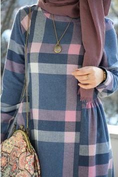 Plaid Powder Dress Source by Hijab Style Dress, Modest Fashion Hijab, Modern Hijab Fashion, Muslim Women Fashion, Frock Fashion, Abaya Fashion, Hijab Outfit, Fashion Outfits, Mode Abaya