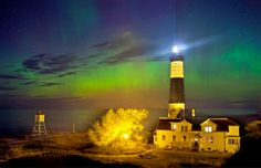 You needn't head out of the U.S. to catch the #NorthernLights: when it's really visible, you can get a viewing from as far south as #Michigan. (Image credit: © Brad & Todd Reed) #auroraborealis