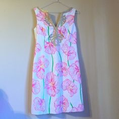 Lilly Pulitzer Janice shift dress Resort white. Clover cup. Bundles available Lilly Pulitzer Dresses