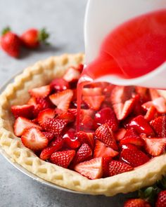 This Frischs Big Boy Fresh Strawberry Pie The Chunky Chef is a good for your Lunch made with wholesome ingredients! Shoneys Strawberry Pie, Strawberry Desserts, Köstliche Desserts, Strawberry Glaze, Dessert Recipes, Pie Dessert, Healthy Desserts, Delicious Vegan Recipes, Delicious Desserts