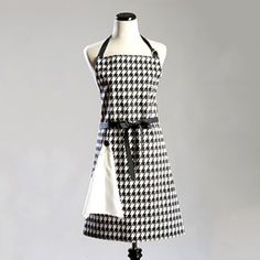 Houndstooth Kitchen Apron - With detachable cloth.