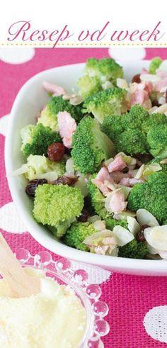 4 porsies Bestanddele bietjie olie 250 g pakkie) spek, fyn gekap 1 ui, fyn Braai Recipes, Healthy Recipes, Healthy Food, South African Salad Recipes, Kos, Crunchy Broccoli Salad, Side Dishes, Recipies, Paleo