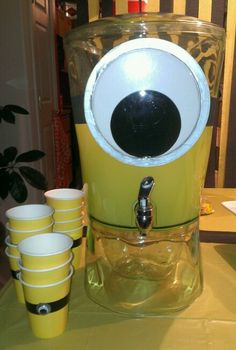 Minion punch for a birthday party-yellow or purple for evil minions. Despicable Me Party, Minion Party, 3rd Birthday Parties, Birthday Fun, Birthday Ideas, Girl Minion, Minion Birthday, Kids Party Themes, Evil Minions