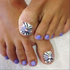 The advantage of the gel is that it allows you to enjoy your French manicure for a long time. There are four different ways to make a French manicure on gel nails. Butterfly Nail Designs, Toenail Art Designs, Pedicure Designs, Pedicure Nail Art, Toe Nail Art, Summer Toenail Designs, Butterfly Nail Art, Purple Butterfly, Pretty Toe Nails