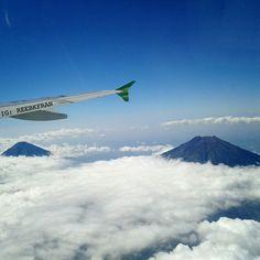 Mountain. Cloud. Plane - Flight to Jakarta from Jogja. Visit Indonesia - Indonesia itu indah.