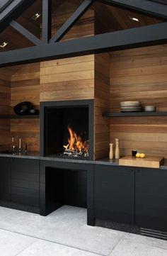 Pared de madera con chimenea