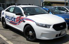 2013 Ford Police Interceptor sedan -- - Police cars by country - Wikimedia Commons usa Used Police Cars, Police Cars For Sale, Dc Police, Ford Police, State Police, Police Uniforms, Jaguar Convertible, Ford Taurus, Victoria Police